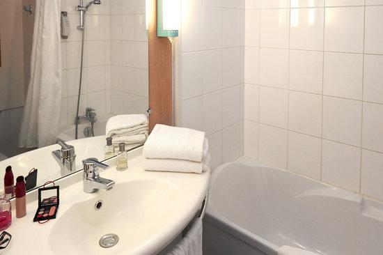 Ibis Beaune Centre : salle de bain