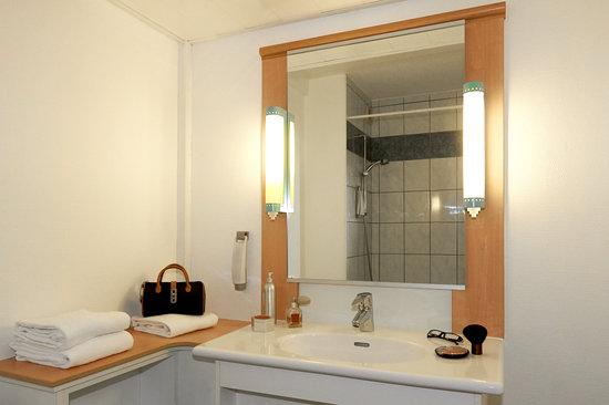 Ibis Beaune Centre : salle de bain 2