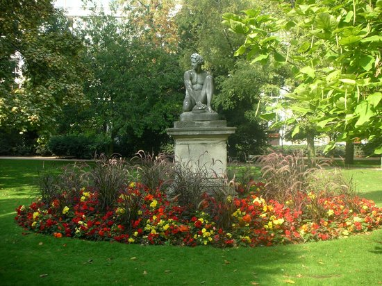 Branly 39 39 radio 39 39 picture of luxembourg gardens paris for Jardin du luxembourg hours