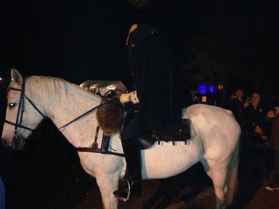 Sleepy Hollow Cemetery: The Headless Horseman rides again...