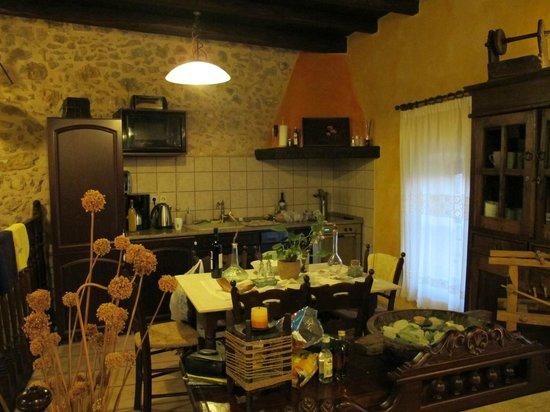 Samonas Traditional Villas : No.3 Kitchen