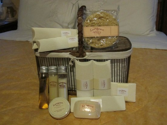 Samonas Traditional Villas : Complementary toiletries