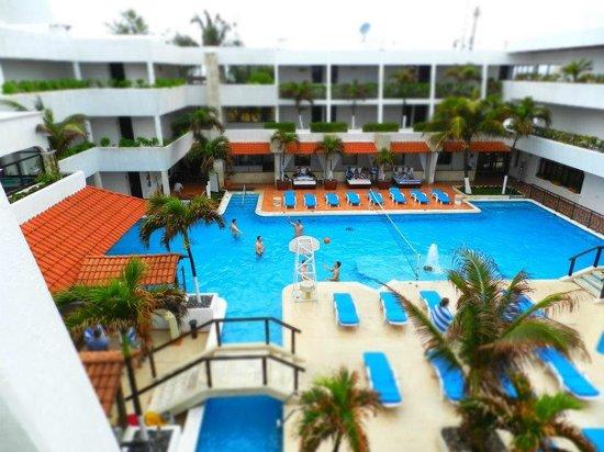 Flamingo Cancun Resort: ...piscina interna...