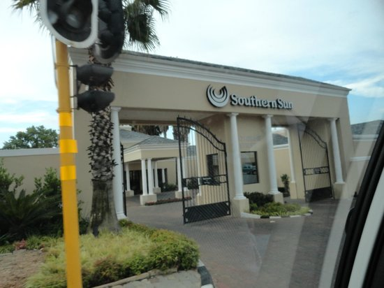 Southern Sun Katherine Street Sandton : The well guarded Entrance