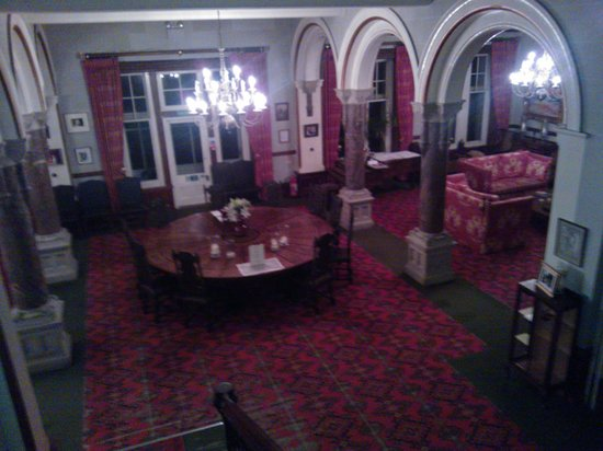 Camelot Castle Hotel: The round table in the lounge
