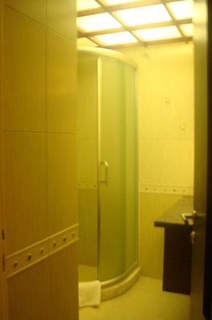 Escan Hotel: bathroom