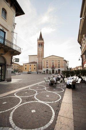 Residenza Agnello D'Oro : veduta della piazza