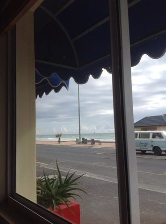 Ben's on the Beach : Veiw on an overcast day