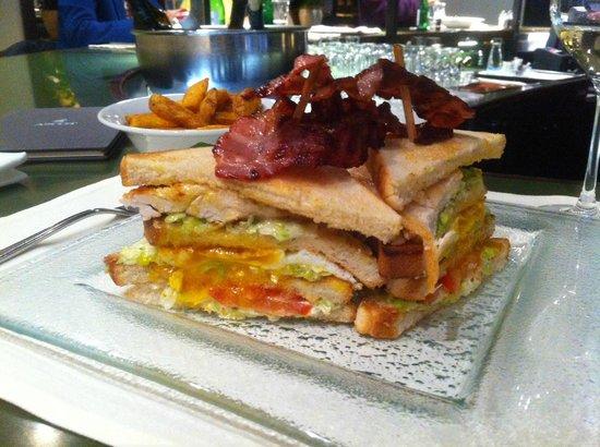 Turf Bar : Stadtbekannte Clubsandwich