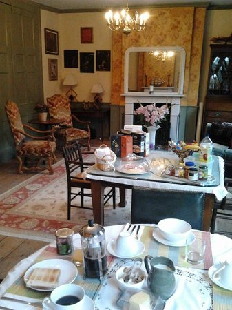 Cable Street Inn: Breakfast and sitting area