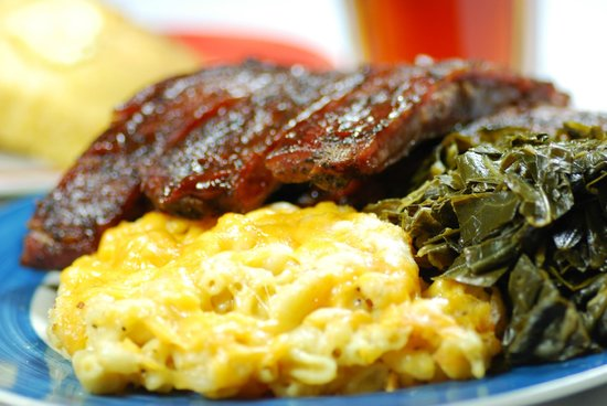 Rocky Mount, Carolina del Norte: Big Ed's Famous Ribs, Collards and Award-winning Mac & Cheese!