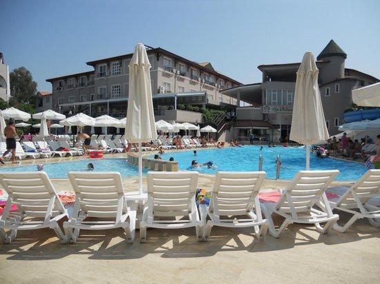 Club Bella Sun Hotel: бассейн