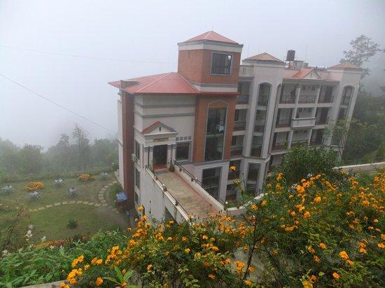 Bhangeri Durbar Resort: Hotel from approach road.  Plenty of mist but no gorillas!