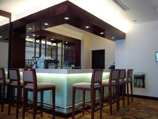 Hilton Garden Inn Hanoi: The Lounge bar