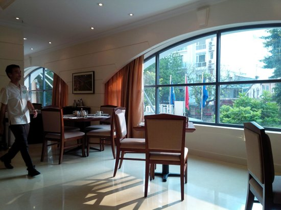 Hilton Garden Inn Hanoi: The breakfast restaurant