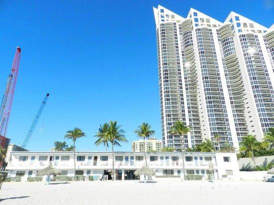 Travelodge Monaco N Miami and Sunny Isles Beach: ...in basso...
