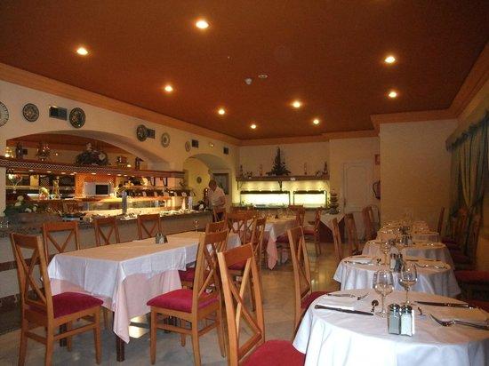 Globales Reina Cristina: Buffet based meal dining area