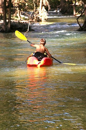 Creekhaven Inn: kayaking fun!