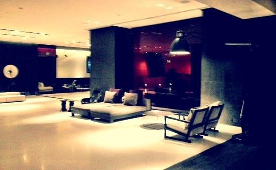 The Met Hotel: lobby, the met