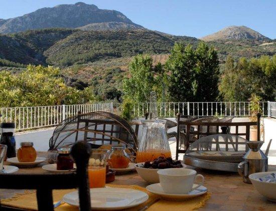"Vega De Salas : Breakfast with vieuw ""sierra cabrilla"""