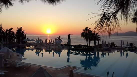 Liberty Hotels Lykia: Pool bei sonnenuntergang