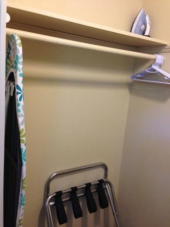 Cape Colony Inn: Lots of open closet space, iron and ironing board provided