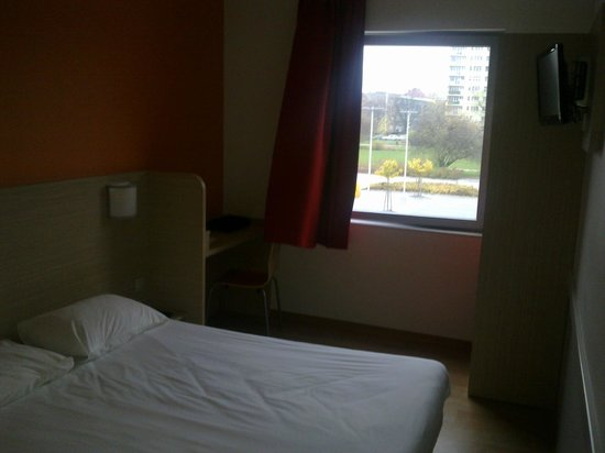 Hotel Premiere Classe Wroclaw Centrum : Pokój w hotelu Premiere Classe...