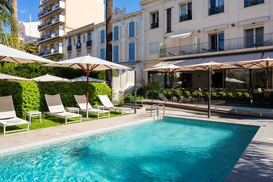 HOTEL LE CANBERRA : Outside Pool