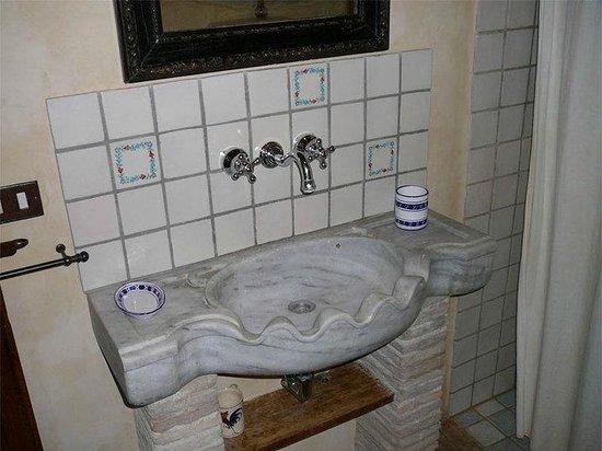 Meone Vecchio: particolare del bagno