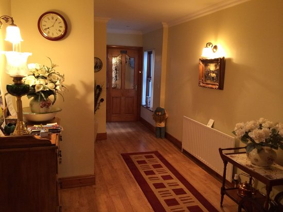 Craig Cottage Bed & Breakfast: Warm Hallway