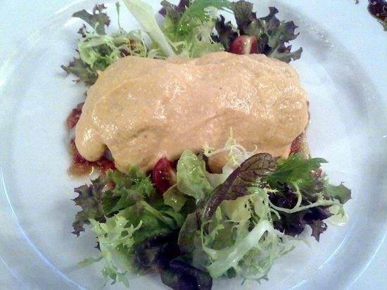 Xalet Suis: ensalada de bacalao con salsa romescu