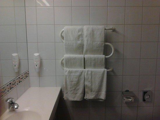 Tallink Express Hotel: Bathroom