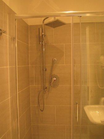 Domus Liberius: Modern shower
