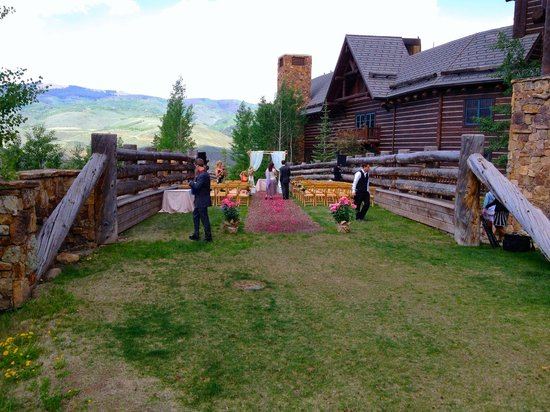 The Ritz-Carlton, Bachelor Gulch: Wedding ceremony area on west side of building
