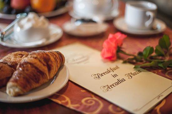 Arcadia Plaza Hotel: Завтрак