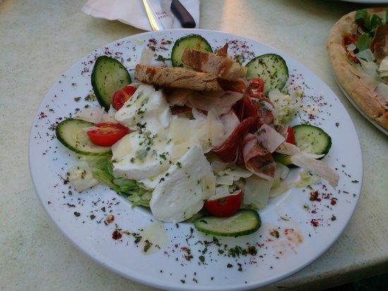 Cafe Caravaggio: Салат от шефа