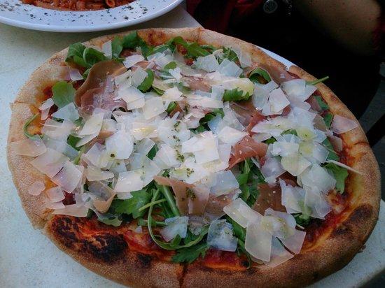 Cafe Caravaggio: пица с пармской ветчиной и сыром