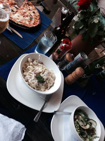 The Blue Heron: The carbonara & pizza was yum