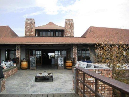 Etosha Safari Lodge : Blick auf das Hotel hinten