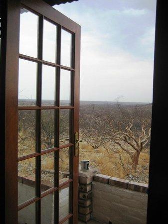 Etosha Safari Lodge : Herrliche Aussicht in den Park