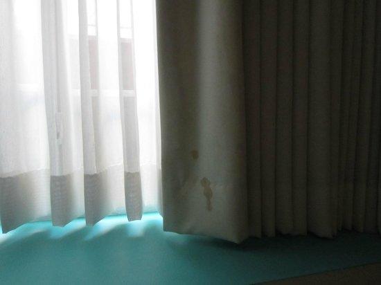 Hotel Dolce Villa: Beige stain