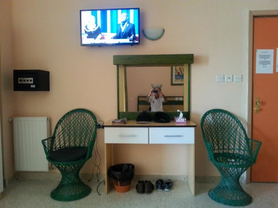 The San Anton Hotel : Room dresser