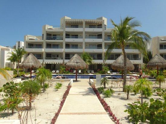 Beloved Playa Mujeres: Hotel building