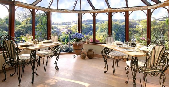 Holmdale B&B : Dining conservatory overlooking garden & valley