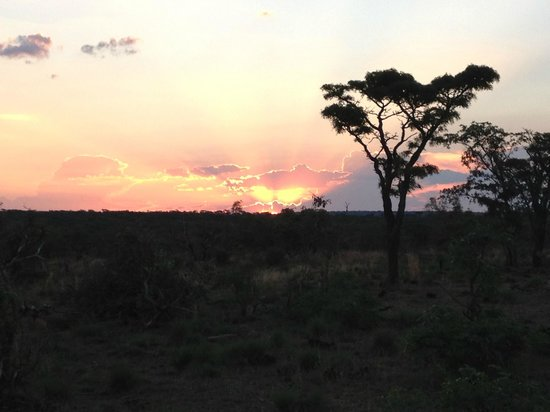 Metsi Lodge: Another beautiful sunset