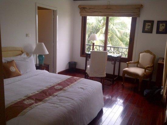 Saigon Domaine Luxury Residences: Main Bedroom