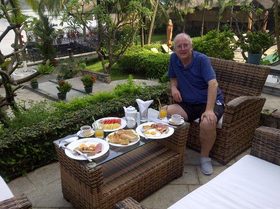 Saigon Domaine Luxury Residences: Brakfast onthe terrace (icluded)