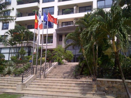 Saigon Domaine Luxury Residences: Front