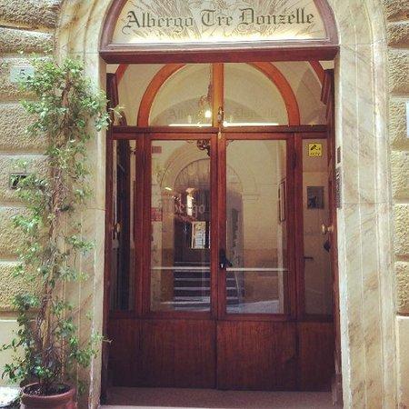 Hotel Tre Donzelle : Portone d'ingresso