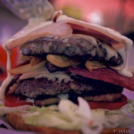 Laziz Burgers: Laziz Madness Burger